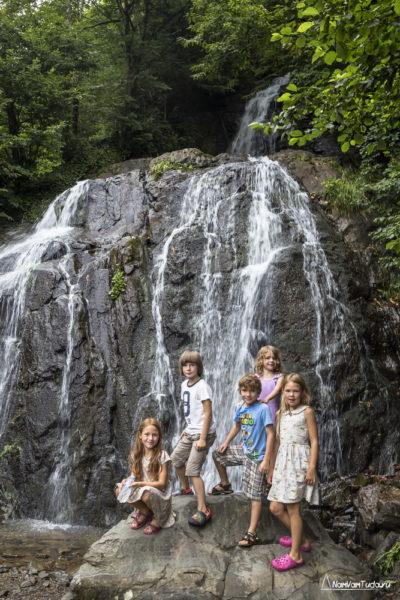 Водопад по дороге в Сванетию