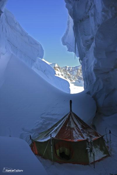 Лагерь в трещине на перевале Абдукагор