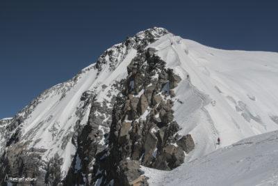 Вершина пика Корженевской