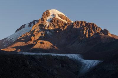 Вершина Казбека и ледник Гергети на рассвете