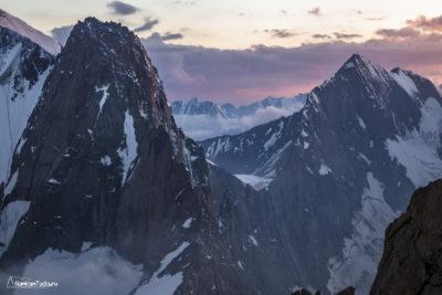 Вершина Аксу на закате