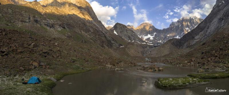 Лагерь под ледником Ашат
