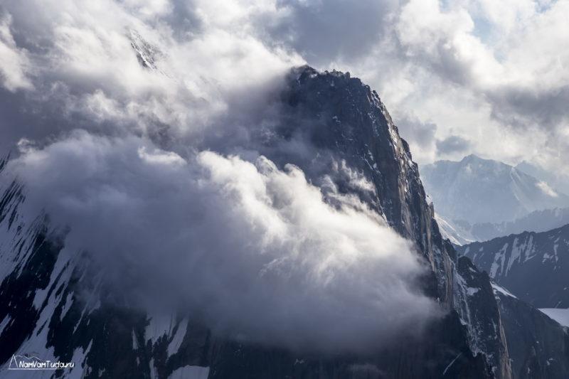 Аксу за облаками