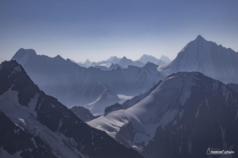 На горизонте горы