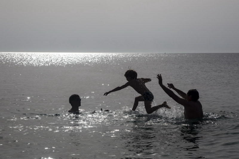Купаемся в море